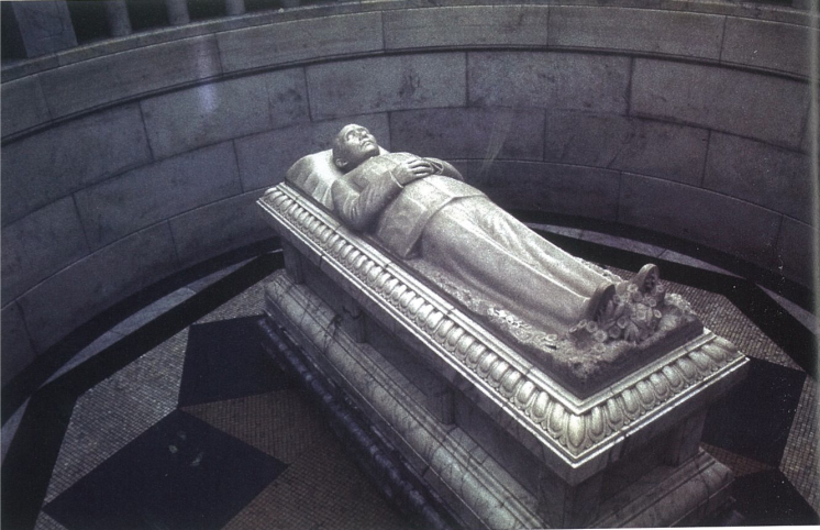 Fig.11. Bohuslav J. Koči, Sun Yat-sen Sculpture above Coffin, Sun Yat-sen Mausoleum, Nanjing, 1929. Photo by Lothar Ledderose.
